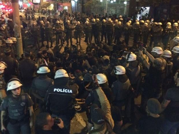 PM deteve grupo de manifestantes na Rua Augusta (Foto: Roney Domingos/G1)