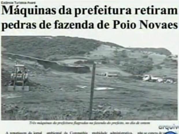 Jornal da cidade flagrou as máquinas na fazenda do prefeito. (Foto: Reprodução TV TEM)