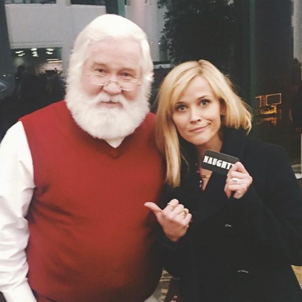 De acordo com o Papai Noel, Reese Witherspoon não se comportou bem em 2014. Vai ficar sem presente, fofa. (Foto: Instagram)