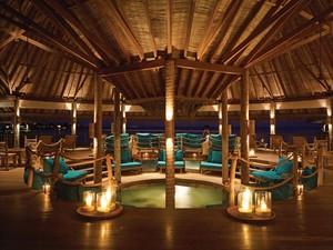 Bar flutuante do hotel (Foto: Gili Lankanfushi/Divulgação)