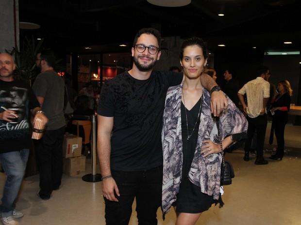 Rainer Cadete e a namorada, Taianne Raveli, em première de filme na Zona Sul do Rio (Foto: Thyago Andrade/ Brazil News)