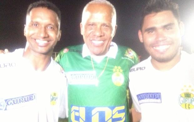 Lúcio Bala (esq.), Dadá e Israel depois do jogo que garantiu a vitória para o time do Gurupi (Foto: Vima Nascimento/GE TO)