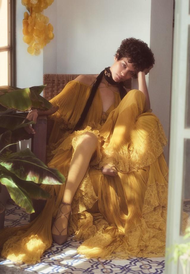 Vestido, Roberto Cavalli. Sapatos, Aquazzura (Foto: Laura Sciacovelli)