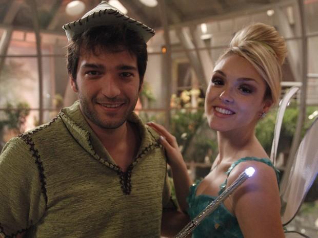 Isabelle e Humberto gravam fantasiados  (Foto: Raphael Dias/TV Globo)