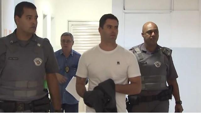 Thiago Batista de Barros se entrega à justiça (Foto: Reprodução/TV Tribuna)