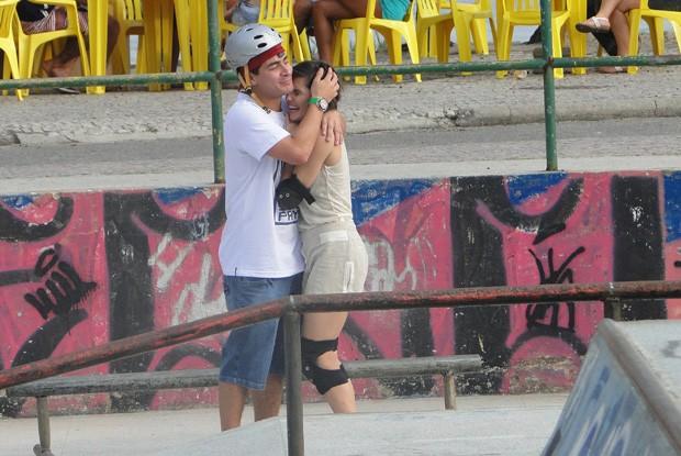 Thiago Martins e Deborah Secco em clima de romance (Foto: Louco por Elas / TV Globo)