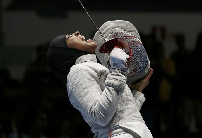 Ibtihaj Muhammad (USA)  - hijab - esgrima (Foto: Reuters)