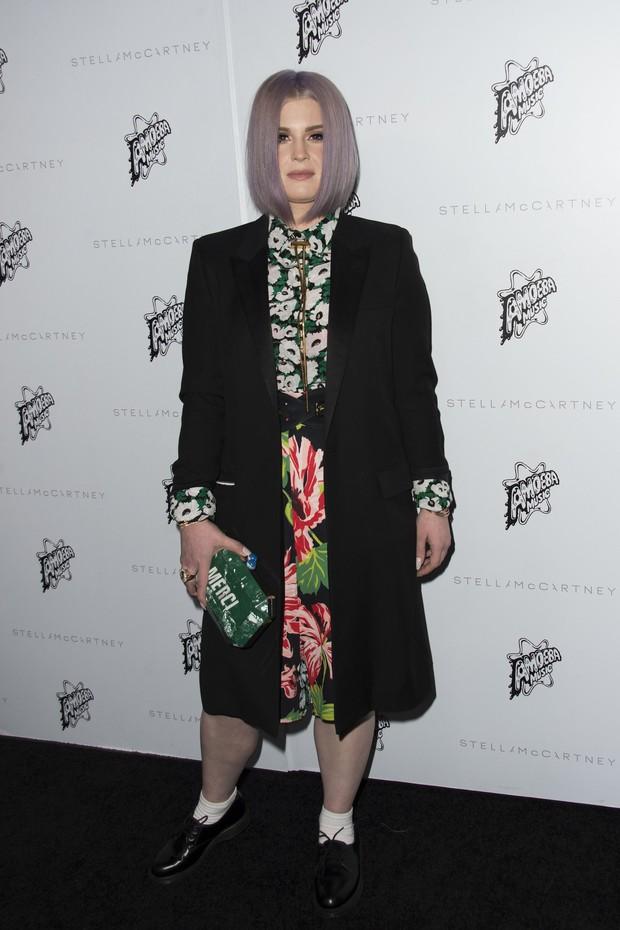Kelly Osbourne em evento de moda em Los Angeles, nos Estados Unidos (Foto: Valerie Macon/ AFP)