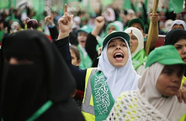 Palestinos celebram o aniversário do Hamas neste sábado (8) na Faixa de Gaza (Foto: Reuters)