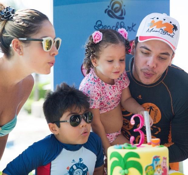 Wesley Safadão, Thyane Dantas e os filhos (Foto: Vanessa Cordeiro)
