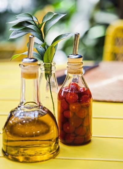 Pimenta-de-cheiro na mesa, para dar um toque bem brasileiro aos pratos (Foto: Lufe Gomes / Editora Globo)