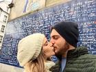 Isabella Santoni se declara para namorado em viagem