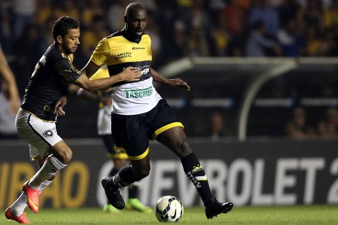 Rodrigo Souza Criciúma x Botafogo (Foto: Getty Imagens)