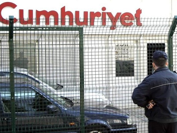Turquia detém jornalistas de jornal opositor a Erdogan