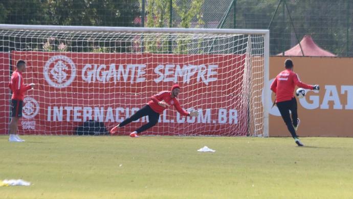 Internacional treino Inter Alisson pênaltis  (Foto: Tomás Hammes/GloboEsporte.com)