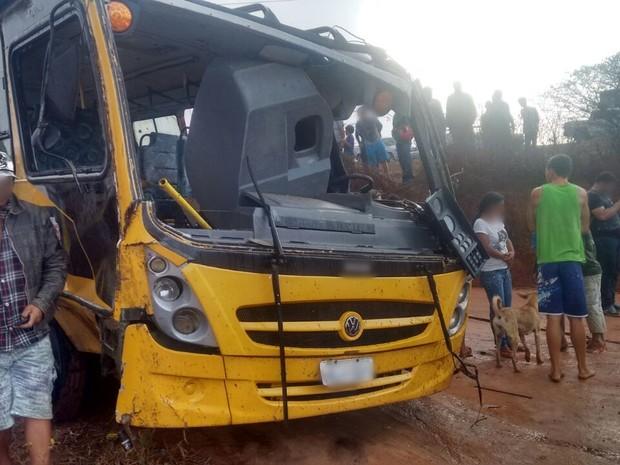Mais de 20 pessoas ficaram feridas, segundo a PM (Foto: Divulgação/Polícia Militar)