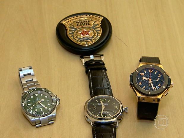 Relógios de luxo encontrados com integrante da 'gang do Rolex' (Foto: Reprodução/ TV Globo)