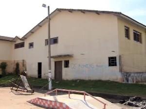 Porão fica separado da escola municipal (Foto: Reprodução/TV Tribuna)