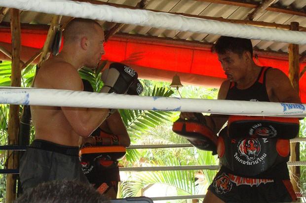 George St Pierre treina na academia Tiger Muay Thai  (Foto: Divulgação)