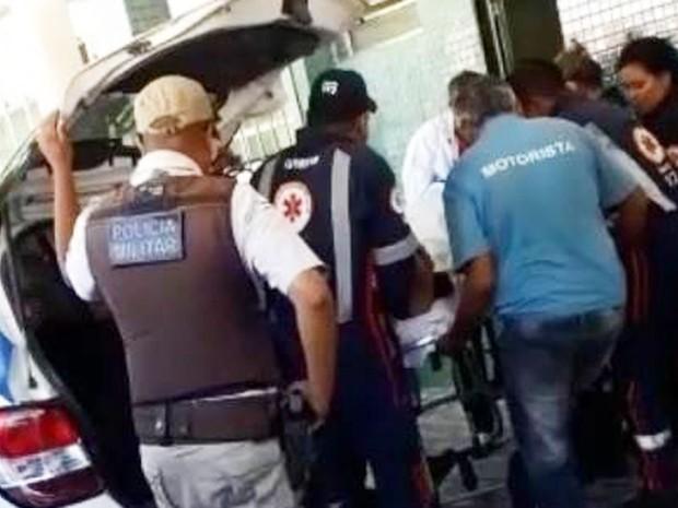 Homem surtou e levou ambulância onde era atendido (Foto: Uinderlei Guimarães/ Site Sulbahianews)