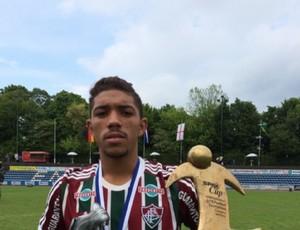 Douglas, volante do Fluminense, eleito o melhor da Spax Cup