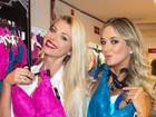 Ticiane Pinheiro e Caroline Bittencourt posam juntas em evento
