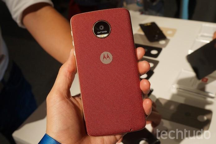Moto Z possui câmera traseira de 13 megapixels e frontal de 5 MP (Foto: Thassius Veloso/TechTudo)
