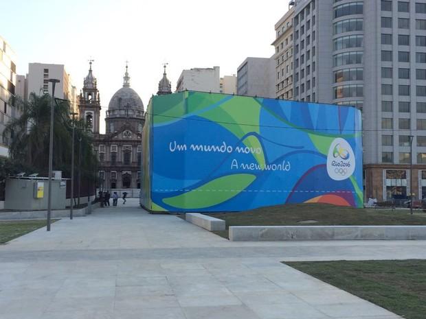 Local onde vai ficar pira olímpica é isolado (Foto: Cristiane Rodrigues/G1)