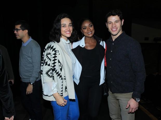 Débora Nascimento, José Loreto e Cris Vianna em estreia de peça na Zona Sul do Rio (Foto: Marcello Sá Barretto/ Ag. News)