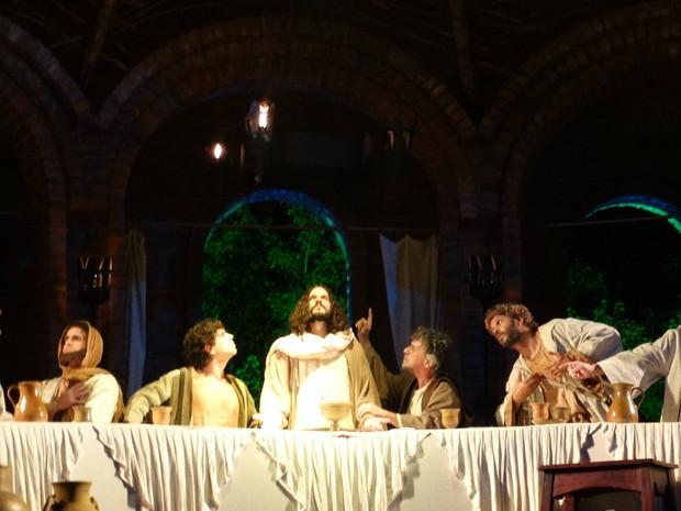 Cena da última ceia é uma das mais aplaudidas pelo público (Foto: Jaqueline Almeida/ G1)