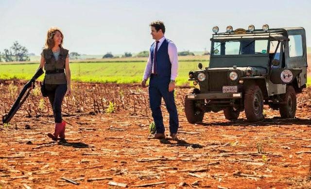Camila Morgado e Murilo Benício vivem um casal humilde que enriquece graças ao sucesso de um molho de tomate criado por eles (Foto: Divulgação)
