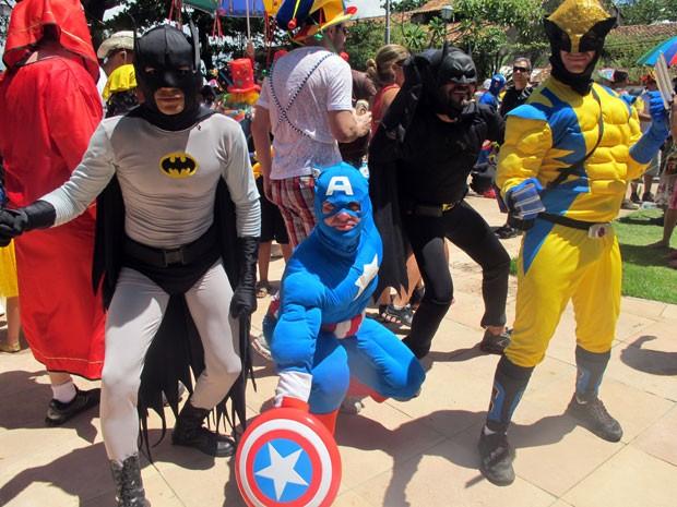 Super-heróis são a principal atração do bloco Enquanto Isso na Sala da Justiça (Foto: Claudia Silveira/G1)