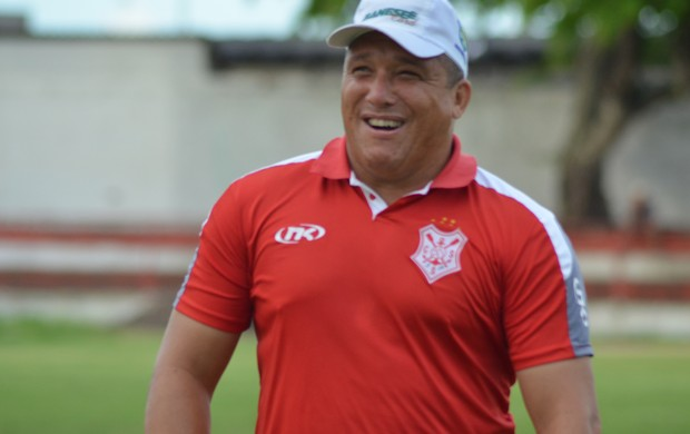 Givanildo Sales usará amistoso para dar ritmo aos reservas (Foto: Felipe Martins)