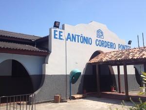 Escola Antônio Cordeiro Pontes por causa da ida de funcionários para Alap (Foto: Abinoan Santiago/G1)