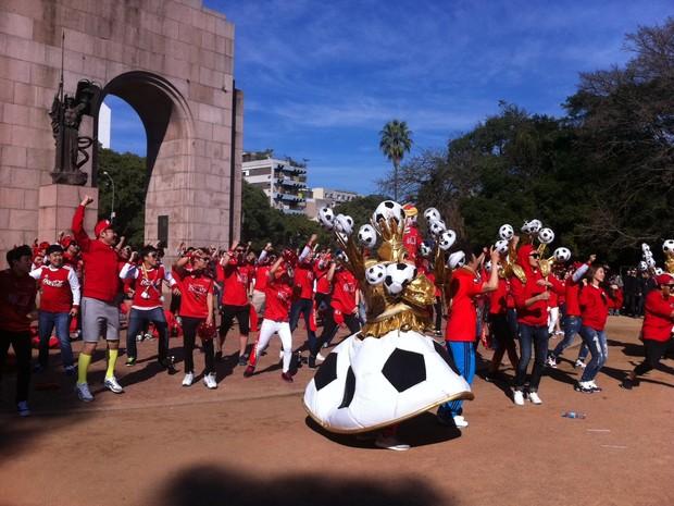 Coreanos na redenção em Porto Alegre programa de tv (Foto: Fernanda Canofre/G1)