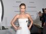 Jennifer Lawrence usa vestido tomara que caia em première de 'Passageiros'