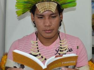 Jovem indígena relatou sua trajetória na UFSCar em São Carlos (Foto: Orlando Duarte Neto/G1)