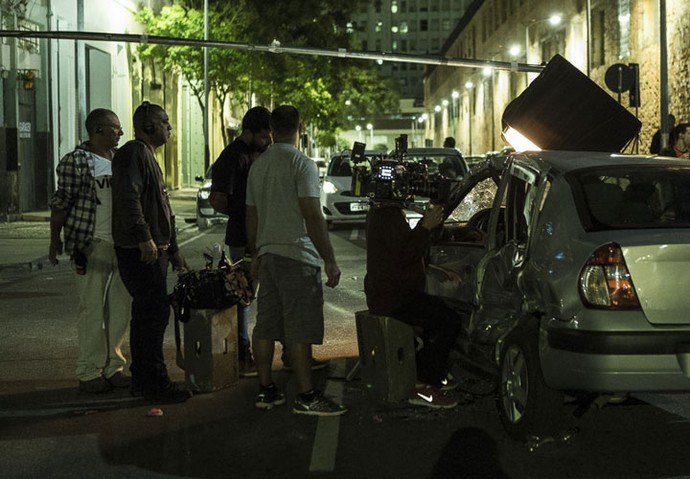 Cena de acidente exigiu muita atenção de equipe e elenco (Foto: Ellen Soares/Gshow)
