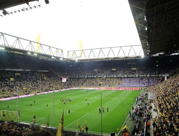 torcida jogo Dortmund x Schalke arquibancada (Foto: Rafael Maranhão / Globoesporte.com)