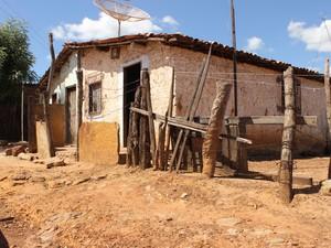Casa onde um dos menores mora fica a menos de 1 km do local do crime (Foto: Patrícia Andrade/G1)