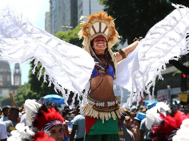 Índia de perna-de-pau desfilou à frente do Monobloco (Foto: Fernando Maia/Riotur)