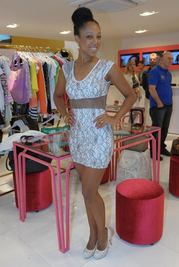 Negra Li em loja em São Paulo (Foto: Francisco Cepeda / AgNews)
