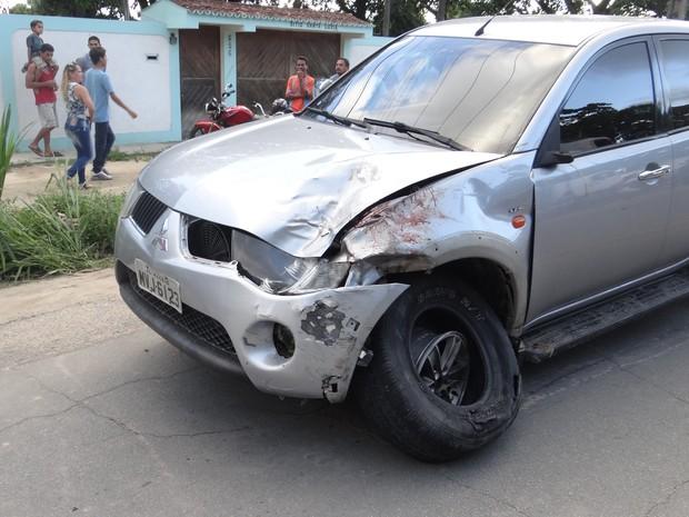 Motorista da caminhonete fugiu, mas foi encontrado em sua casa. (Foto: Nívio Dorta/G1)