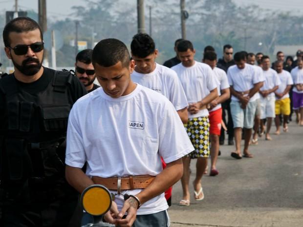 Presos transferência (Foto: Divulgação/Iapen)
