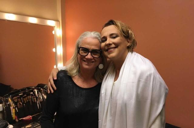 """Vera Holtz, a diretora, com Ana Beatriz Nogueira, a protagonista de """"Um pai (Puzzle)"""" (Foto: Divulgação)"""