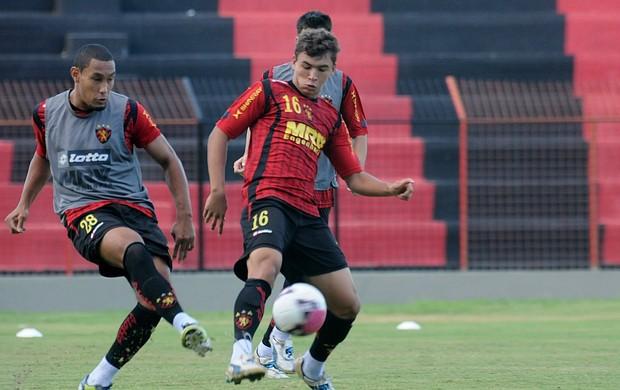 Treino do Sport - Bruno Aguiar - Ruan (Foto: Aldo Carneiro)