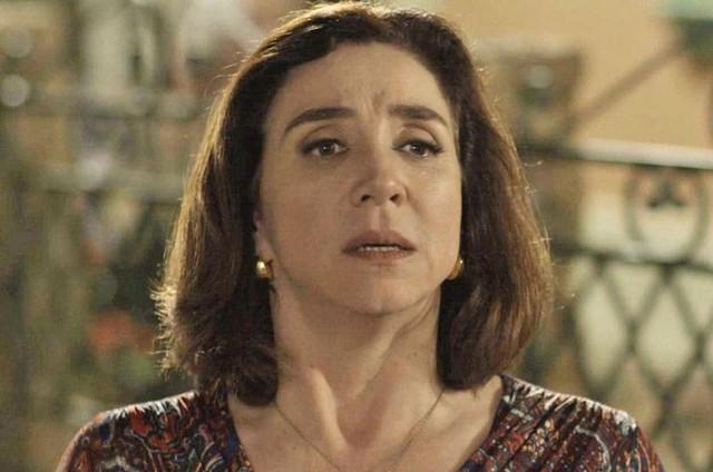 Marisa Orth é Francesa em Haja coração (Foto: Reprodução/TV Globo)