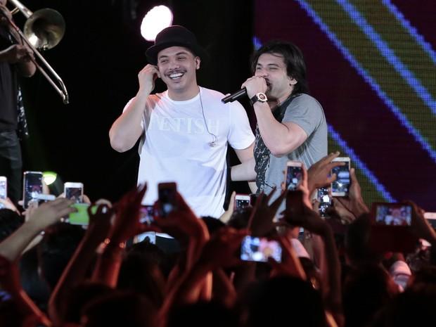 Wesley Safadão e Pedrinho Pegação em show no Recife, em Pernambuco (Foto: Rafael Cusato/ Brazil News)