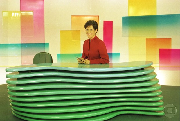 Mônica Waldvogel na bancada do Jornal Hoje (Foto: Cedoc/Globo)