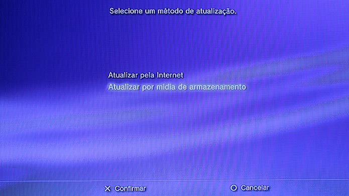Use um Pendrive para atualizar o console offline (Foto: Reprodução/Tais Carvalho)
